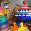 Spielzeug im Schrank.